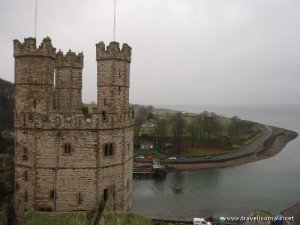 59388-the-kings-tower-of-caernarfon-castle-overlooking-the-sea-caernarfon-united-kingdom